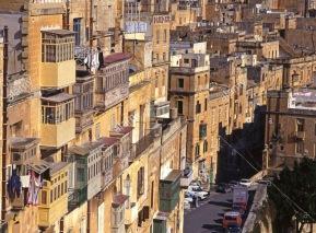 valletta-malta-view-of-houses-in-town-centre-AAFNKM 2